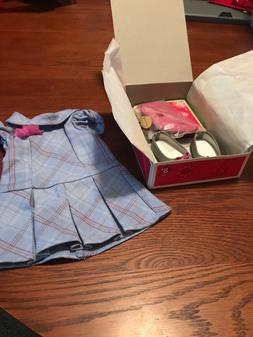 AMERICAN GIRL DOLL SWEET SCHOOL DRESS WITH CHARM New MIB Unu