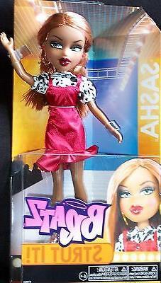 Bratz Strut It Doll - Cloe